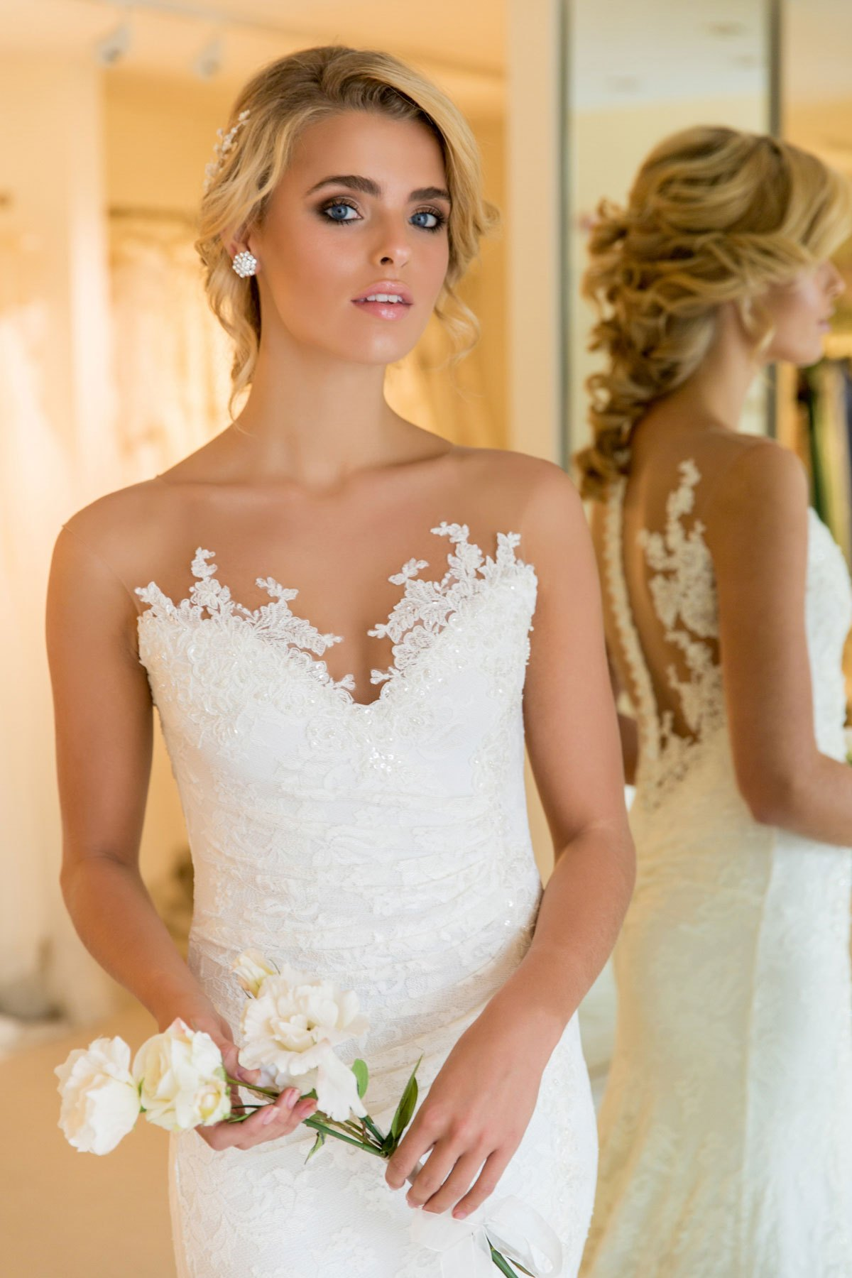 Ursula Stretch Lace Wedding Dress