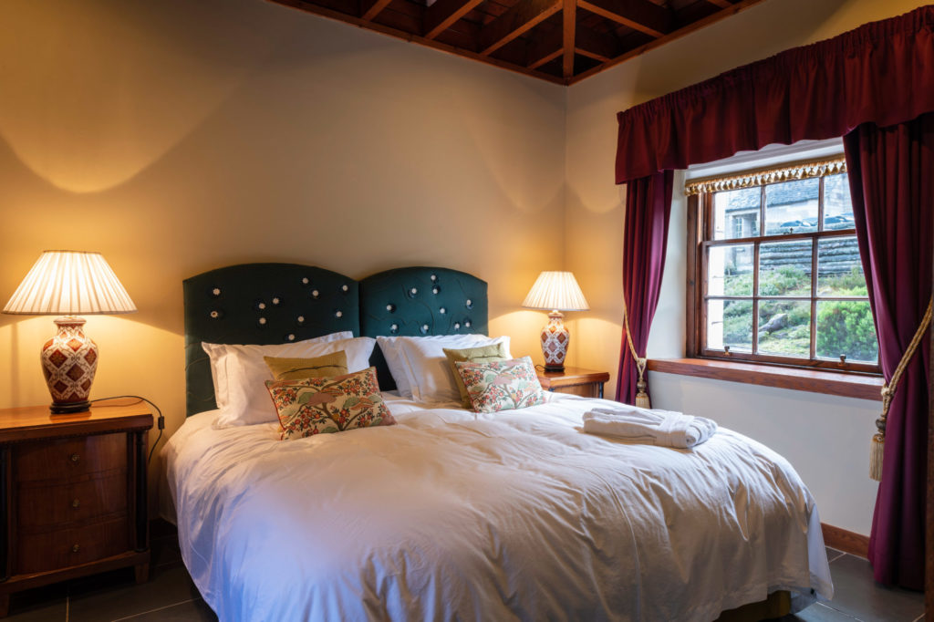 Cloncaird house lodges bedroom details